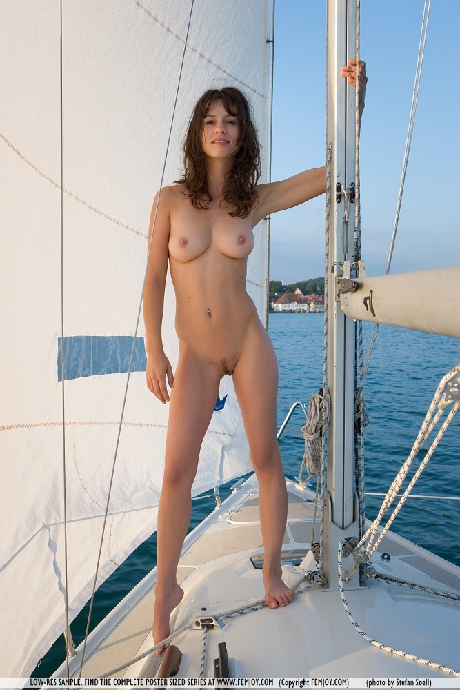 Mabelle is sailing nude .