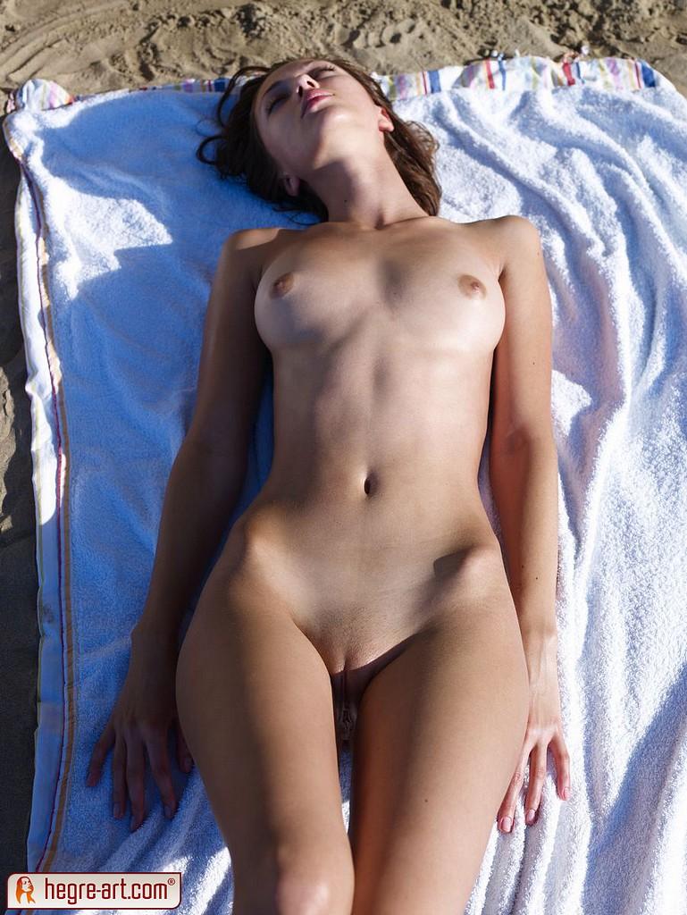 Nude Sunbathing Beach Girl