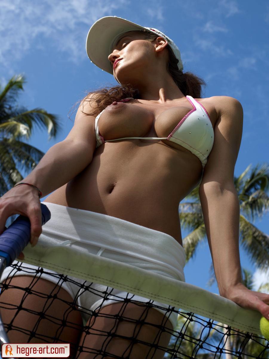 linda plays some topless tennis | nextdoor mania