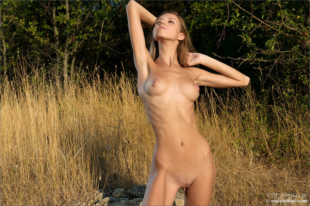 nude nature In pic model