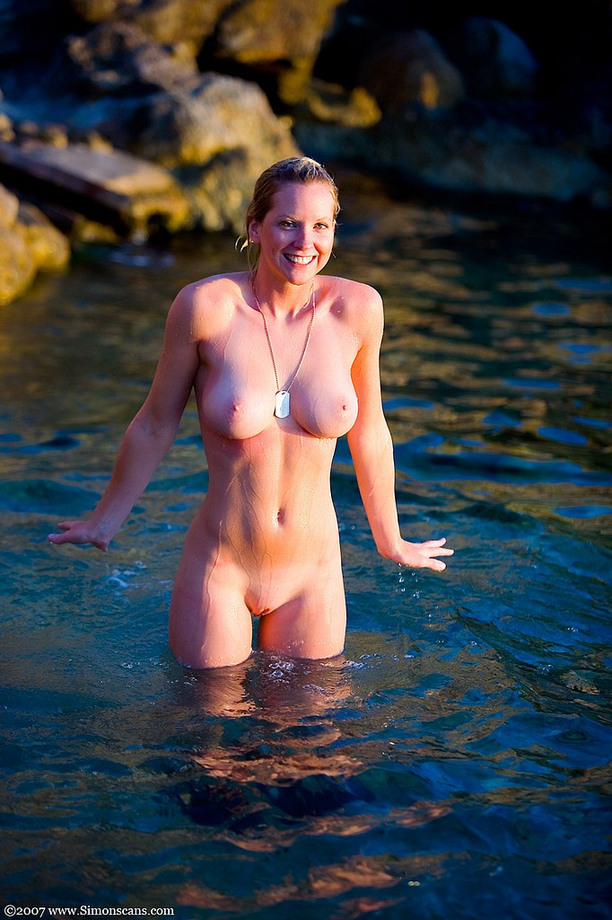 Naked Nature Girls  Most beautiful nude girls posed on nature