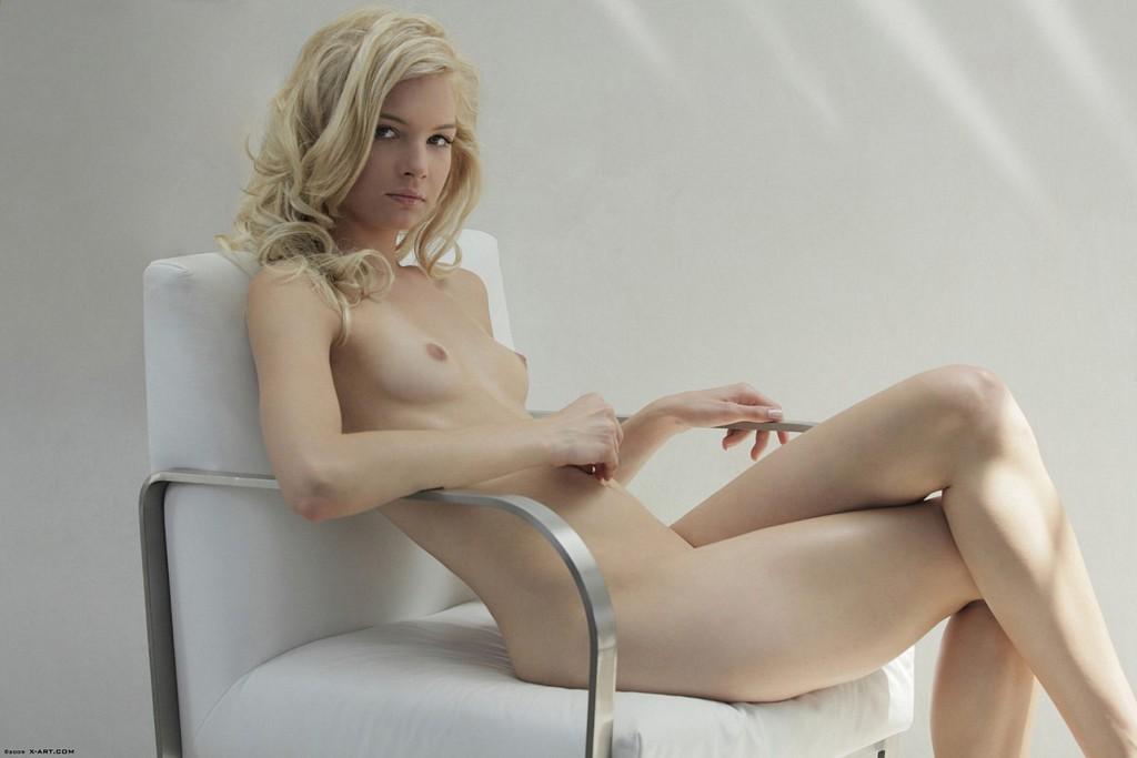 Skinny blonde Francesca looks so beautiful | Nextdoor Mania