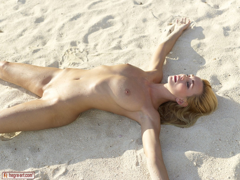 pusy-sex-nude-in-the-sand-obsession-erotic