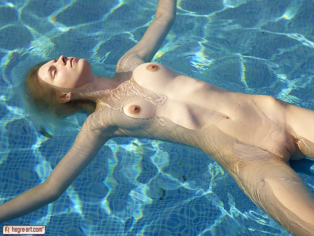 Nude Floating 55
