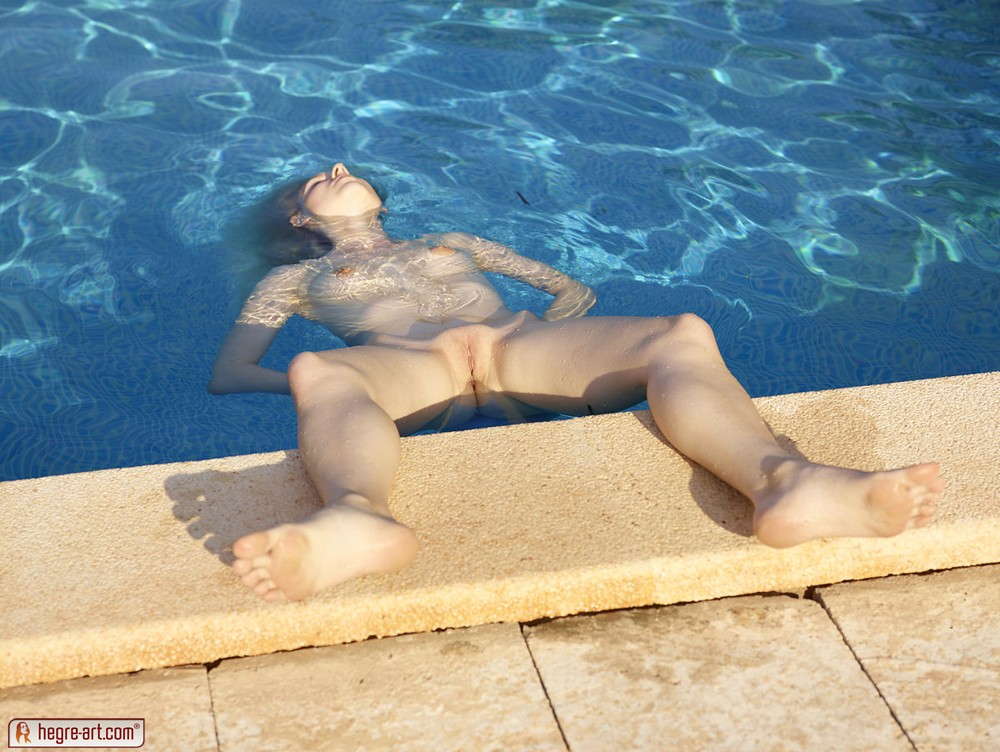 Nude Floating 67