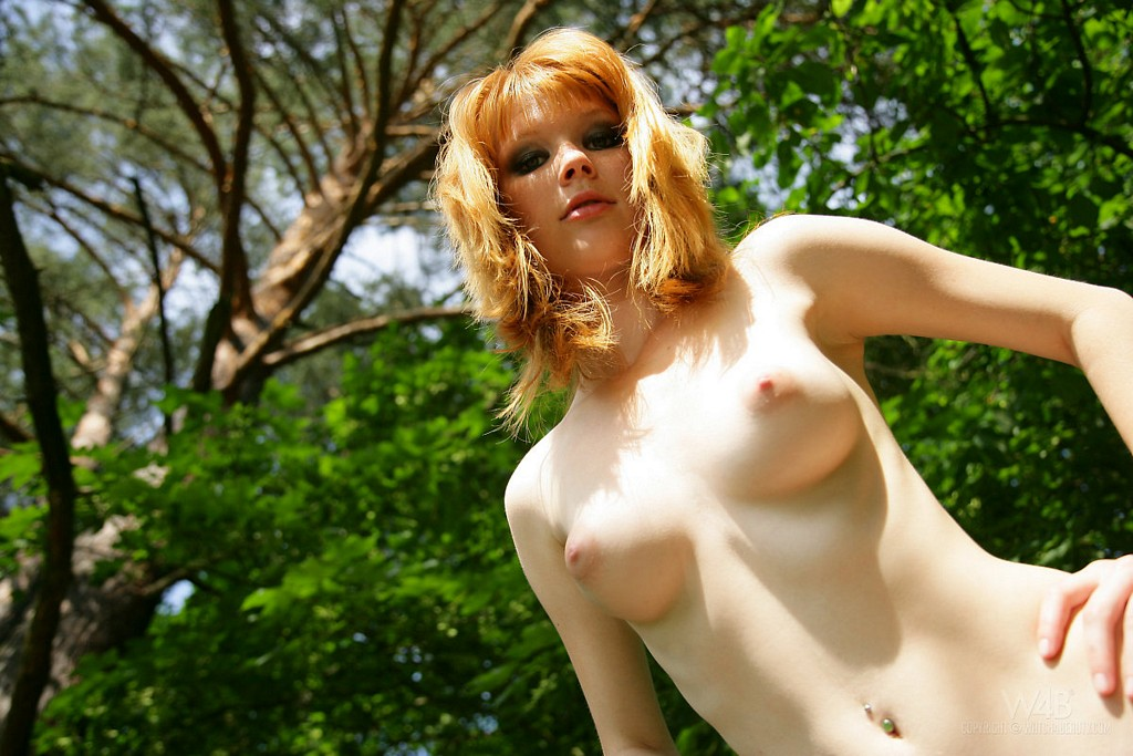 sexy freckled girl nude