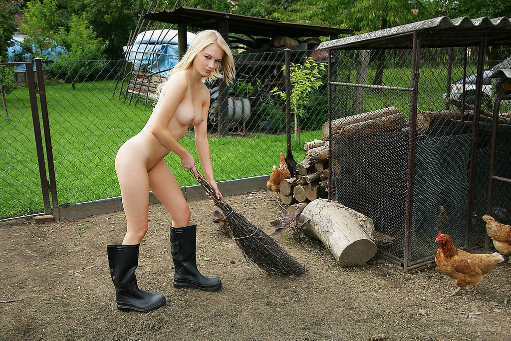 Nude Women On The Farm