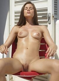 nude-brunette-next-door-naked-slave-leia