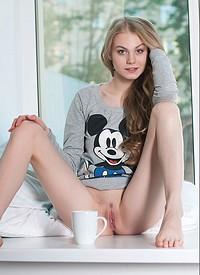 naked-coffee-girl