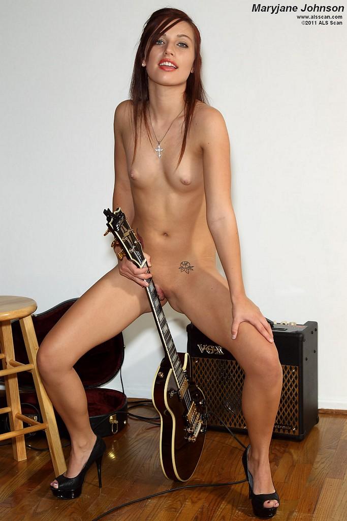 Nude images britney amber porn