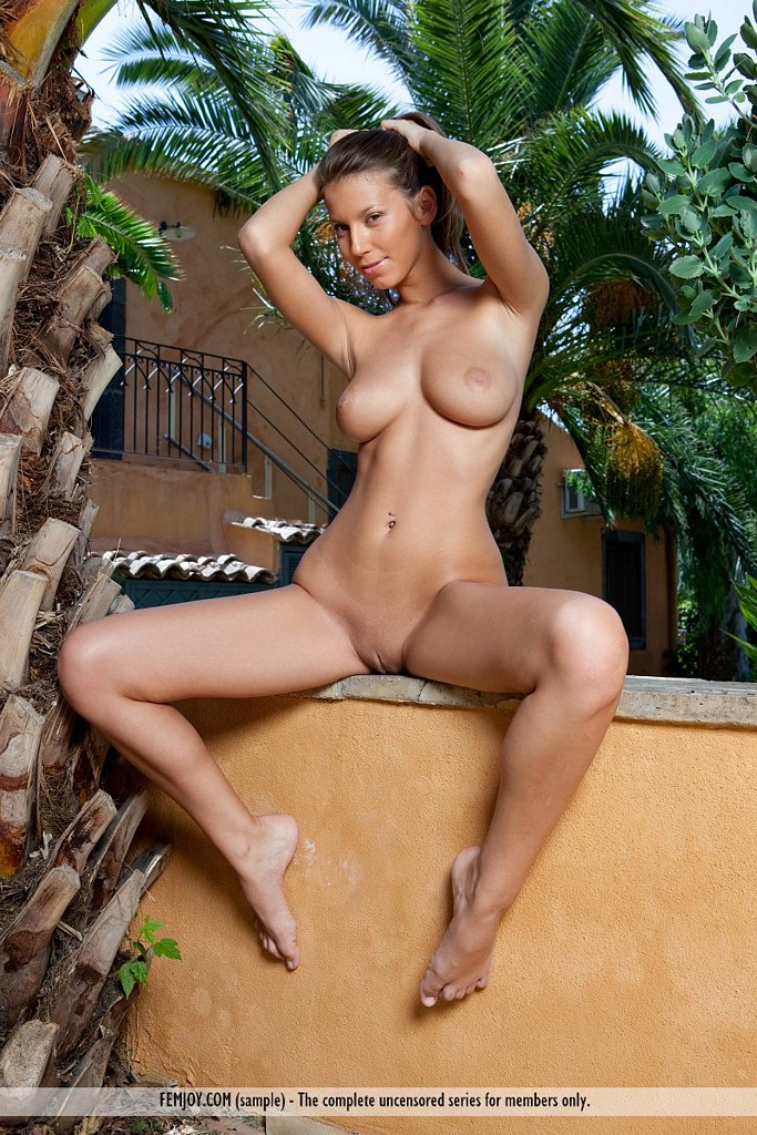 lizzy young and busty nudes