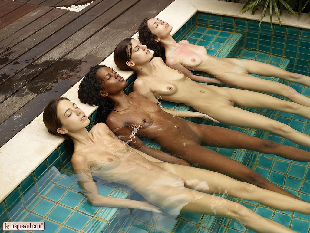 Sexy Asian Swimming Nude Photos